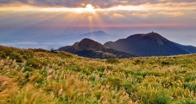 Đắm mình cảnh sắc núi Dương Minh