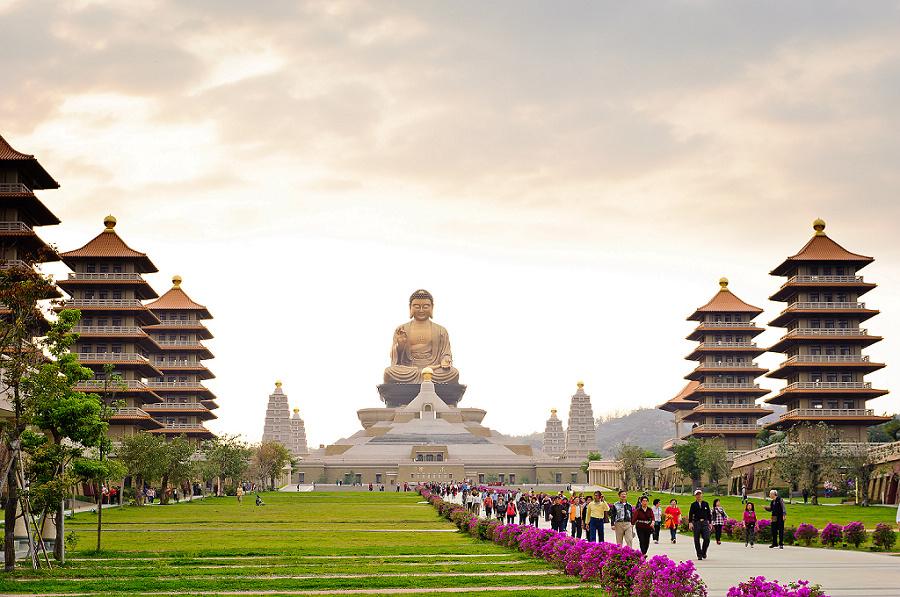 Phật Quang Sơn với bức tượng khổng lồ