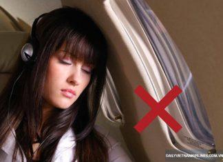 Không nên ngủ khi máy bay cất và hạ cánh
