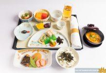 Suất ăn ở hạng ghế thương gia mang phong cách Nhật BảnSuất ăn ở hạng ghế thương gia mang phong cách Nhật Bản