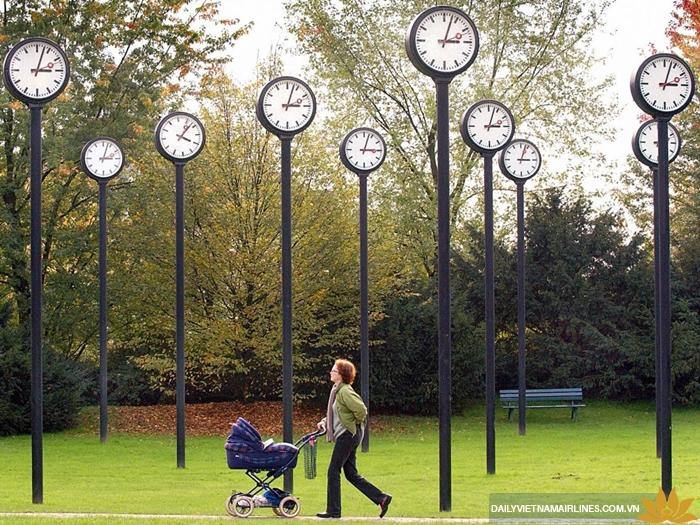 Cố gắng thích nghi và sinh hoạt theo múi giờ nơi bạn đến