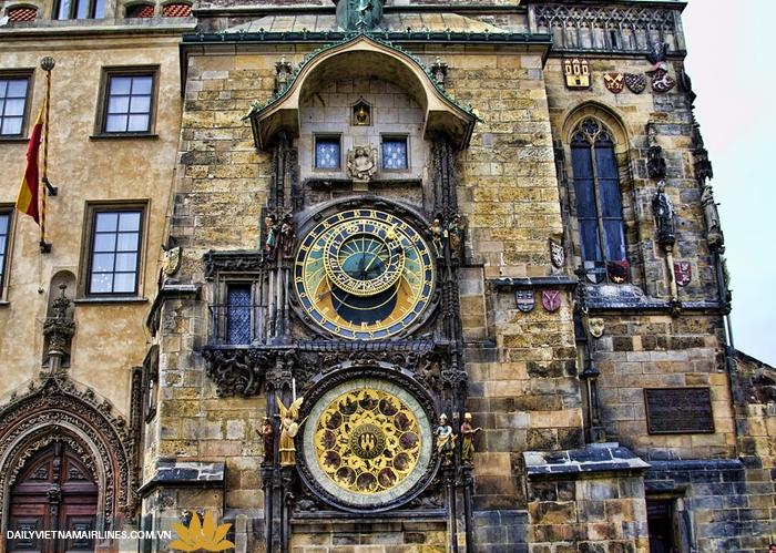 Đồng hồ thiên văn cổ ở quảng trường Old Time